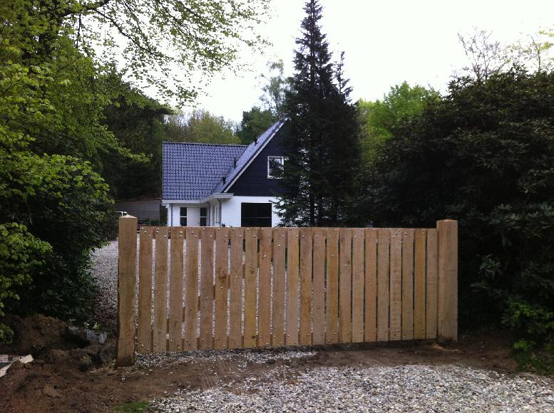 Houten Hekwerk Tuin : Werk je tuin af met houten hekken en poorten