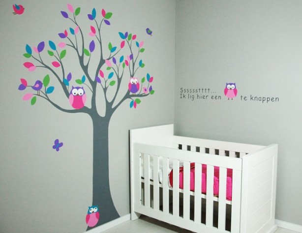 Houten letters en houten boom voor de kinderkamer - Decoratie roze kamer ...