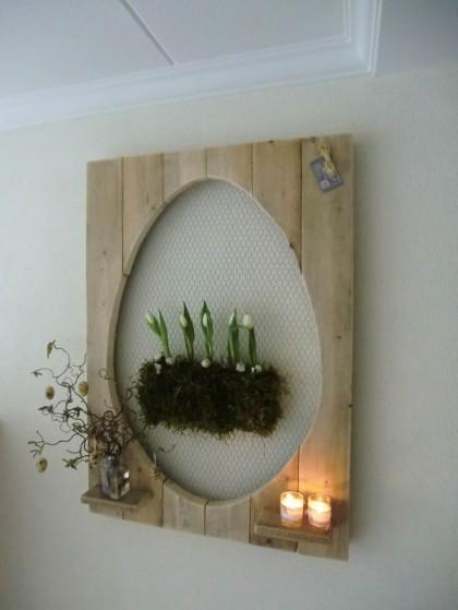 Paasdecoratie; van oud hout gemaakte eieren!