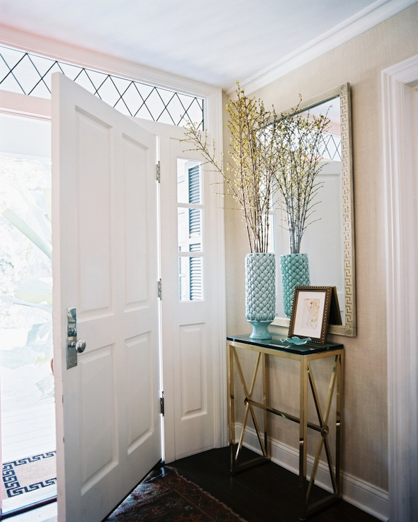 Entry-with-Brass-Console-Table-and-Patterned-Rug