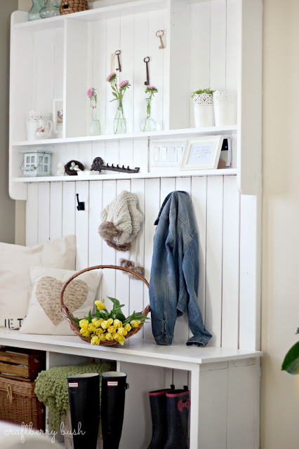 Pretty-Entry-Mudroom-Bench