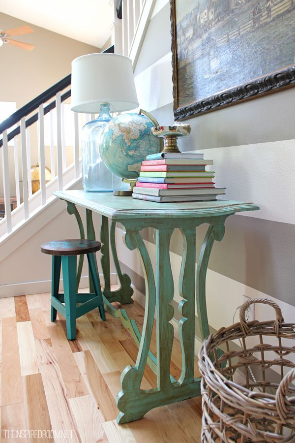Spring-Entry-Table-with-Striped-Wall1