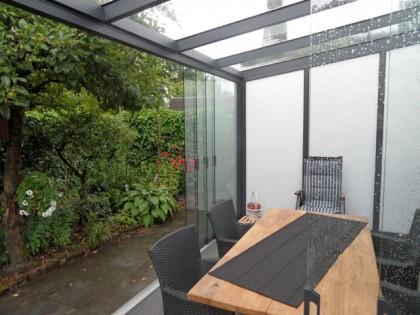Een open en lichte ruimte door middel van glazen schuifpuien