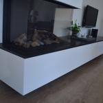 Een TV meubel met open haard